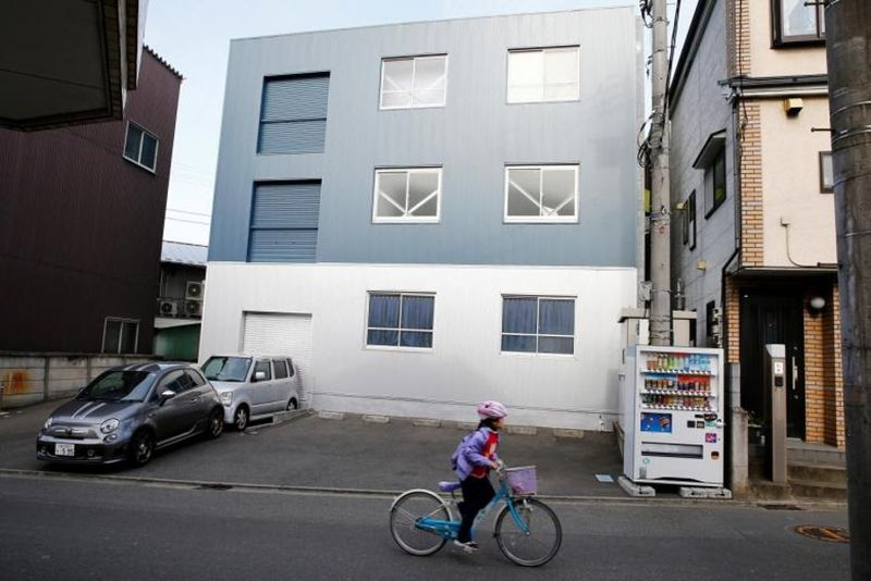 Hotel Sousou berada di Kota Kawasaki, Jepang. Berdiri sejak tahun 2014, hotel ini memang difungsikan sebagai tempat penyimpanan jenazah sebelum dikremasi (praktik penghilangan jenazah dengan cara membakarnya) (Reuters)