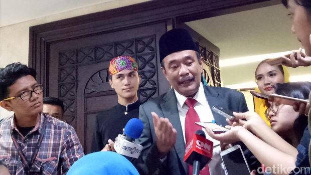 Gubernur DKI Djarot S Hidayat menyampaikan laporan akhir jabatan di DPRD.