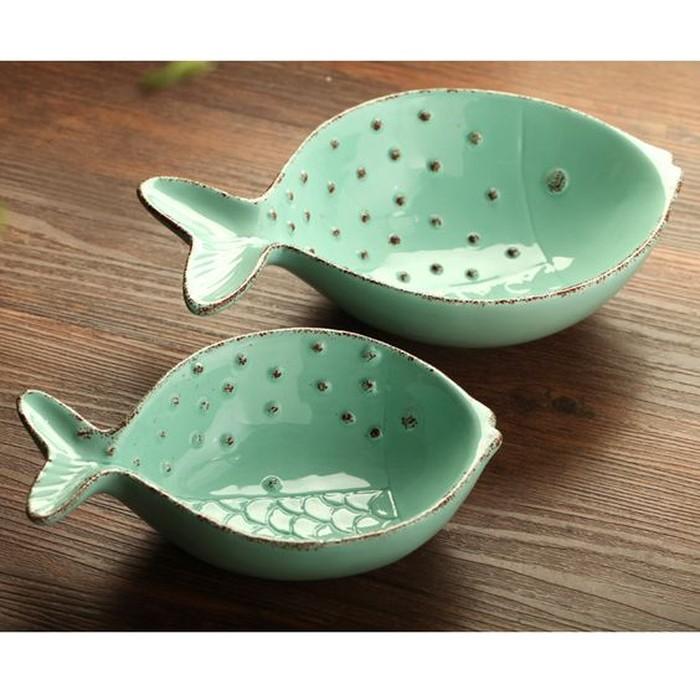 Mangkuk porselin berbentuk ikan dengan warna hijau jade ini cocok buat penyuka seafood. Bisa dipakai buat makan nasi atau mie. Foto: Istimewa
