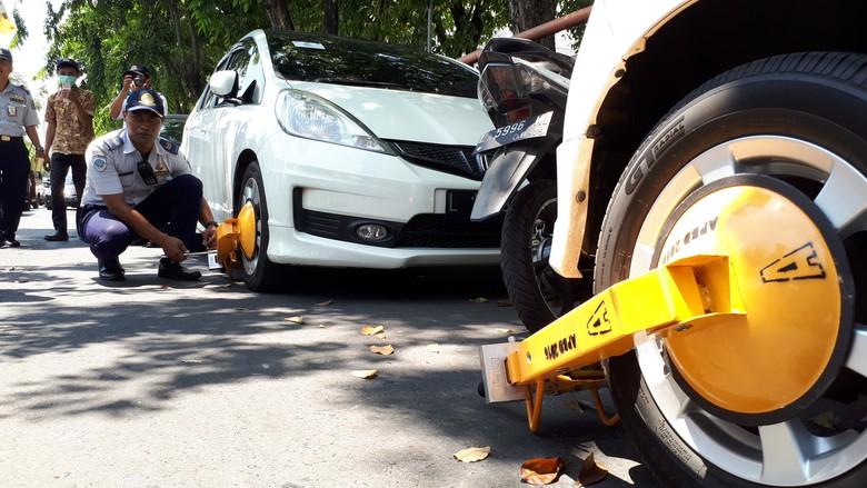 Masih Banyak Parkir Liar di Surabaya, Dishub: Personel Terbatas
