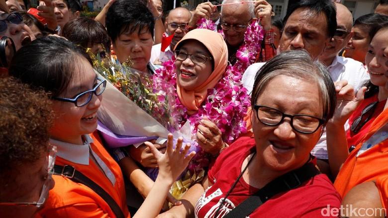 Foto: Halimah Yacob Resmi Jabat Presiden Singapura