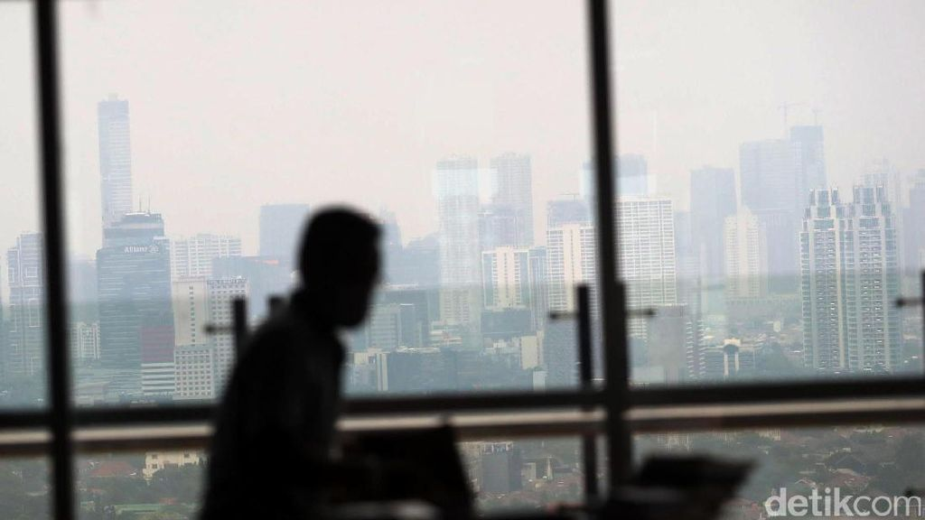 Tak Sepede Jokowi, Pengusaha Ramal Ekonomi RI Tumbuh 5,2% di 2018