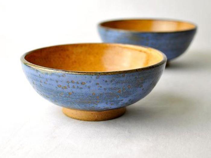 Perpaduan warna biru dan cokelat cinnamon ini membuat mangkuk berkesan elegan. Bisa dipakai buat makanan sedikit mewah agar berkesan istimewa.Foto: Istimewa
