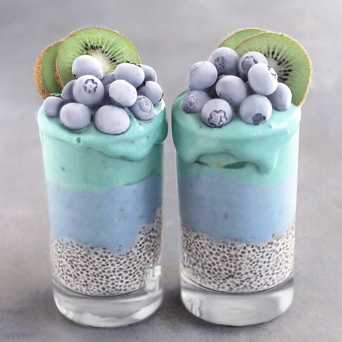 Warnanya cantik dengan campuran chia seed puding dengan hiasan buah cantik! Foto: Instagram naturally.jo