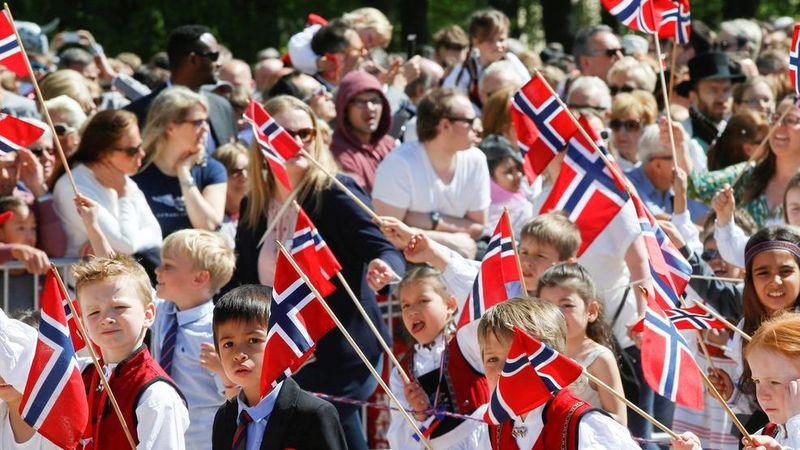Suatu organisasi asal AS, World Happiness Report yang didukung Sustainable Development Solutions Network dari PBB selalu merilis daftar negara paling bahagia setiap tahunnya. Tahun 2017 ini, Norwegia menempati peringkat pertama (BBC)