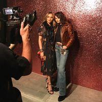 Cinta Laura bertemu Selena Gomez di New York Fashion Week.