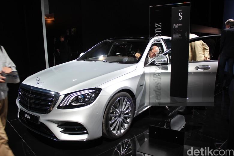 Mercedes-Benz Resmi Kenalkan S560e di Frankfurt