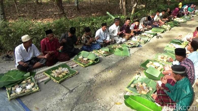 Warga Purworejo menggelar tradisi tahunan tolak bala (Rinto/detikTravel)