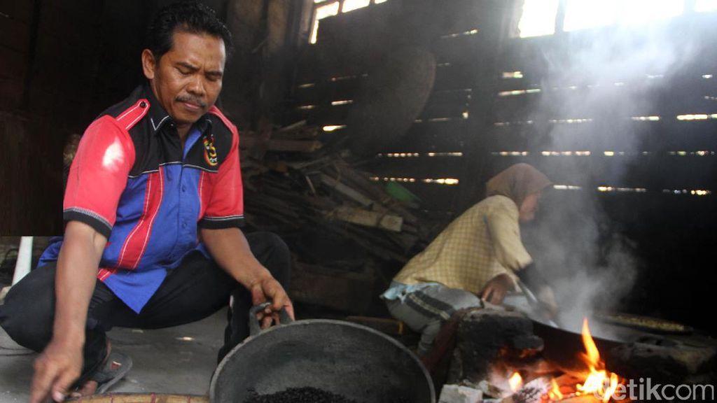 Melihat Pengolahan Kopi dan Pembuatan Roti Mitra Binaan Semen Indonesia