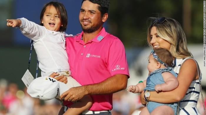 Dalam pertandingan golf United States Open, Jason Day harus merelakan kesempatannya menang karena masalah vertigo. Pada akhirnya ia pun kolaps di tengah pertandingan. (Foto: CNN)