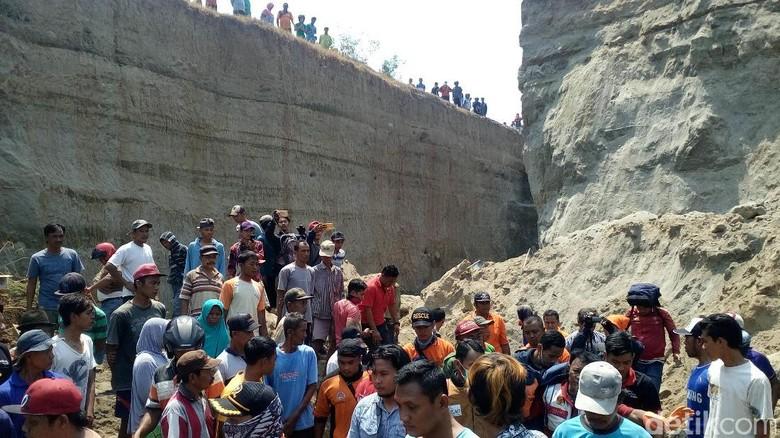 Terjepit Batu, 1 Korban Longsor di Mojokerto Berhasil Dievakuasi