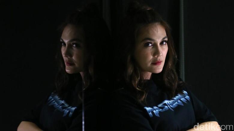 Syuting Devils Whisper di Hollywood, Luna Maya Belajar On Time