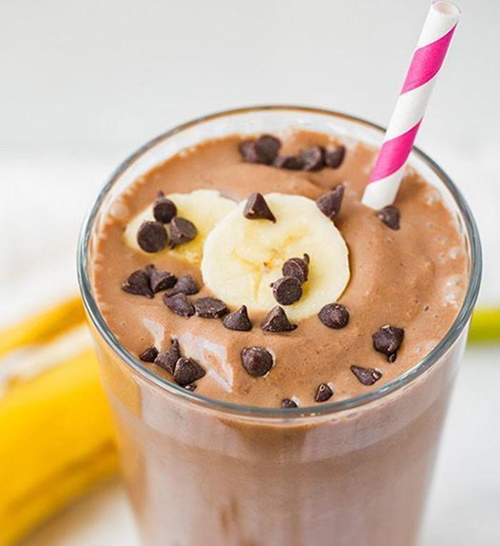 Susu, yogurt, cokelat dan pisang bisa dihaluskan dan menjadi smoothies cokelat pisang yang manis enak ini. Dijamin kenyang!Foto: Istimewa