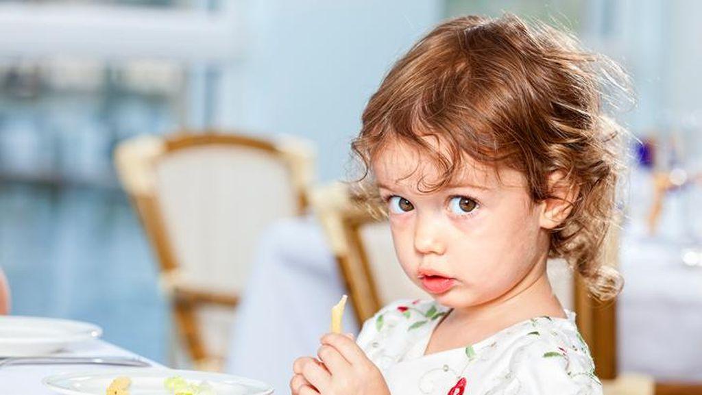 Agar Anak Tak Rewel Saat Makan di Restoran, Perhatikan 5 Hal Ini!