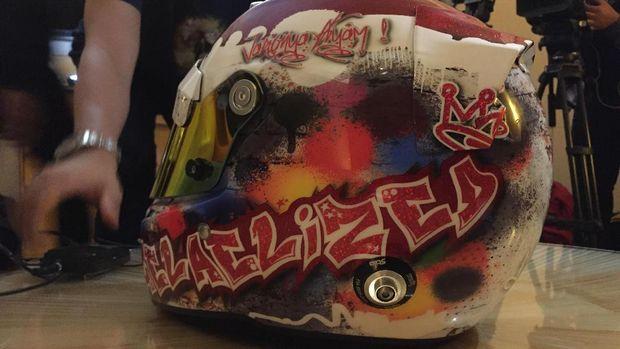 Helm Baru Sean Gelael di Free Practice I GP Singapura