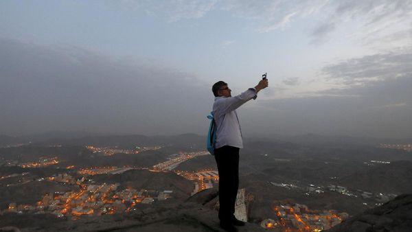 Jepret! Asyik Selfie di Sela Haji
