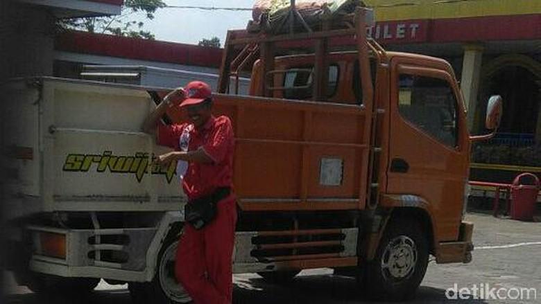 Ditinggal Isi BBM, Uang Rp 300 Juta Milik Sopir Truk di Kebumen Raib