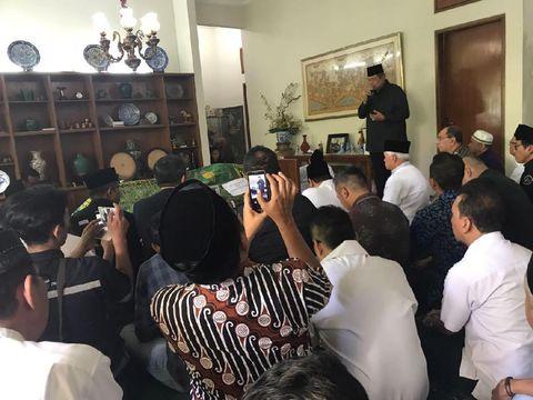 SBY dan Hatta Rajasa Melayat di Rumah Duka Mertua Chairul Tanjung