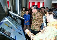 Jokowi di Perpusnas: Sambangi Tunanetra hingga Anak TK