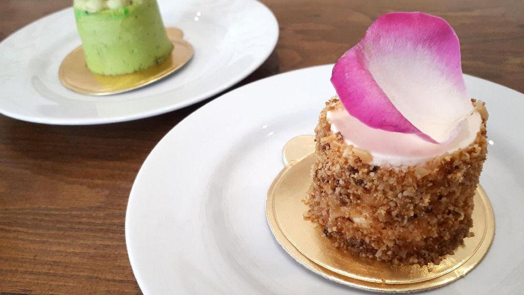 Sugabites Patisserie: Bersantai Sambil Ngemil Cake Mawar dan Green Tea