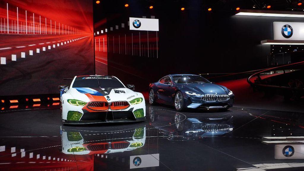 Mobil Balap BMW Berkekuatan 500 Daya Kuda