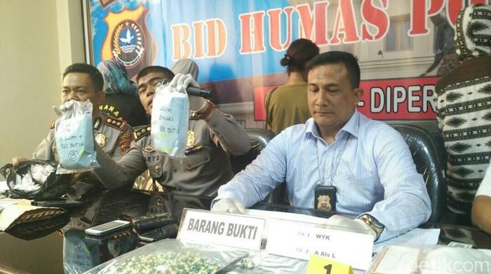 Obat PCC yang disalahgunakan oleh sejumlah pemuda di Kendari, Sulawesi Tenggara, disebut dokter sebagai obat pelemas otot.  Foto: (Sitti Harlina/detikcom)