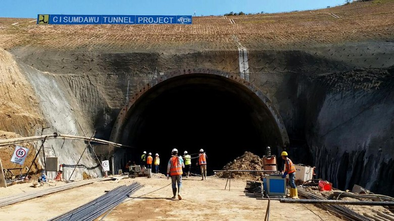 Tol Cisumdawu Tembus Bukit Ditarget Nyambung April 2019
