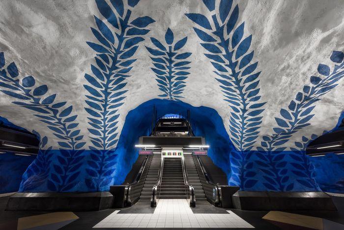 Ini dia salah satu penampakan sudut stasiun MRT di Stockholm, Swedia. Istimewa/Boredpanda.