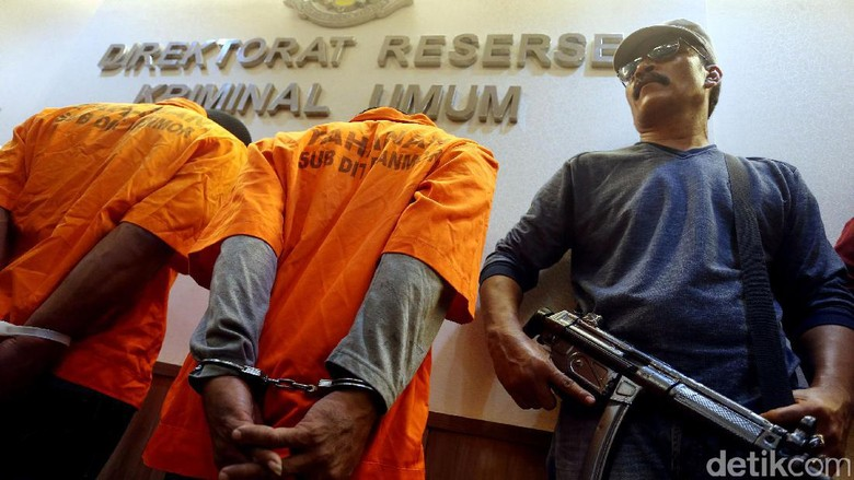 Polisi Ungkap Pelaku dan Barbuk Pembunuhan Pasutri di Benhil