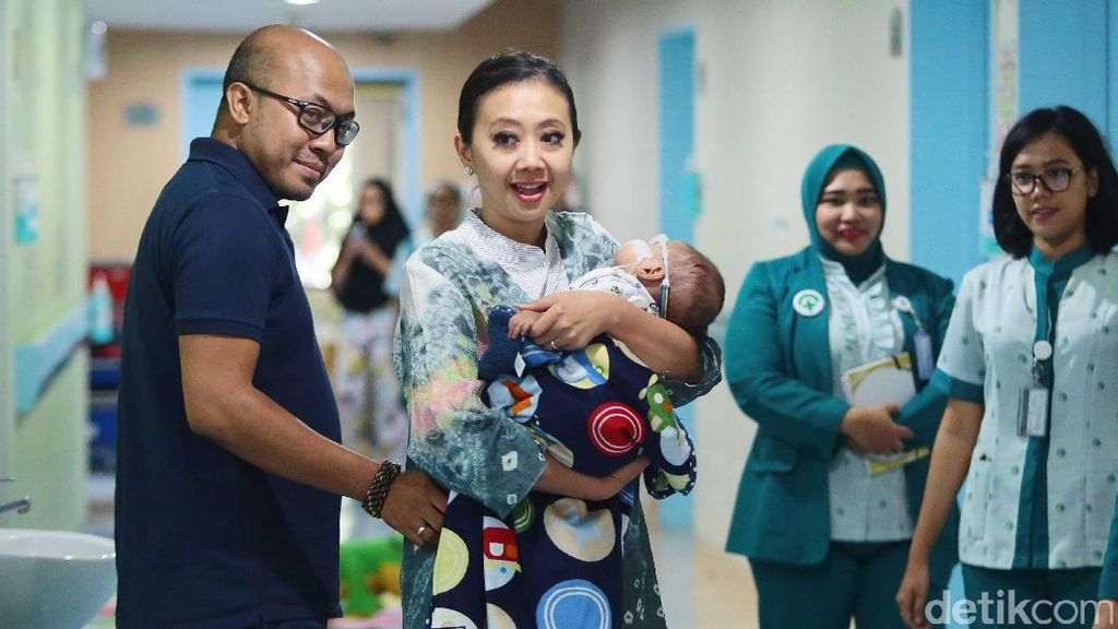 Asri Welas Ungkap Kondisi Terkini Anak Keduanya yang Kena Katarak