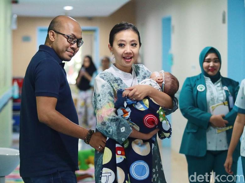 Suami Asri Welas Ikhlas saat Bayinya Dioperasi Katarak