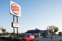 Waduh! Selang Sehari, Dua Wanita Melahirkan di Parkiran Resto Burger King