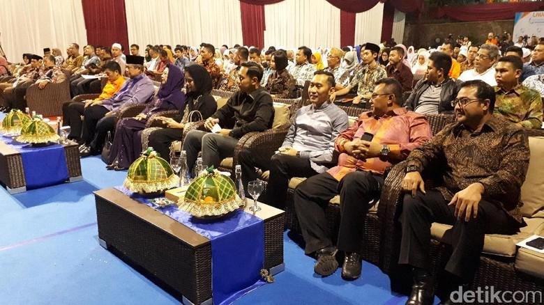 SBY dan Keluarga Hadiri Acara Berbagi untuk Anak Yatim
