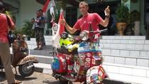Demi Kumpul Teman, Bule Ini 101 Hari Naik Vespa dari Italia ke Yogya