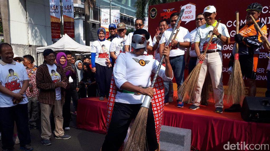 Bawa Sapu Lidi, Saberman Siap Sosialisasi Saber Pungli