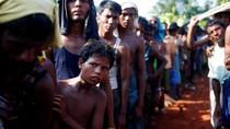 Ekspresi Warga Rohingya saat Antre Terima Bantuan