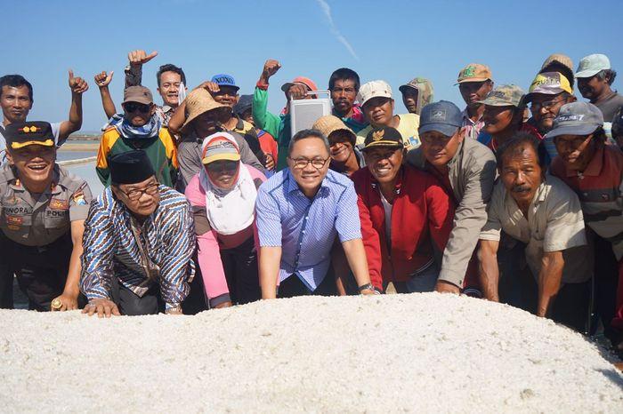 Foto: Petani Garam Sumenep Curhat ke Ketua MPR (Dok. MPR)