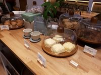 Brood-en-Boter: Menyantap Cumi Terong Balado hingga Bolu Nougat Klasik di Resto Homey