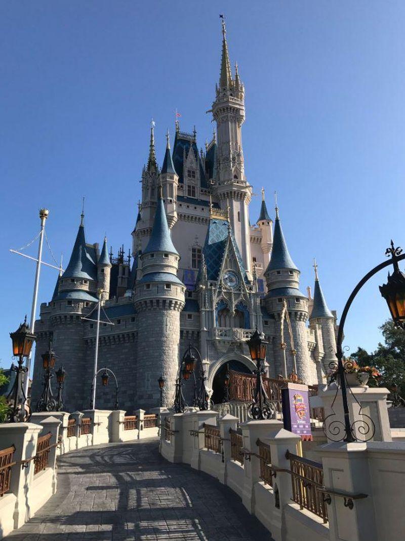 Badai Irma membuat destinasi wisata Walt Disney World Resort di Orlando, Florida AS tutup selama akhir pekan kemarin. Resor ini akan dibuka kembali pada Selasa (19/9/2017) (Twitter/Cafe Fantasia)