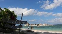 Suasana Mesra Pantai Pulau Kelayang yang Bikin Betah