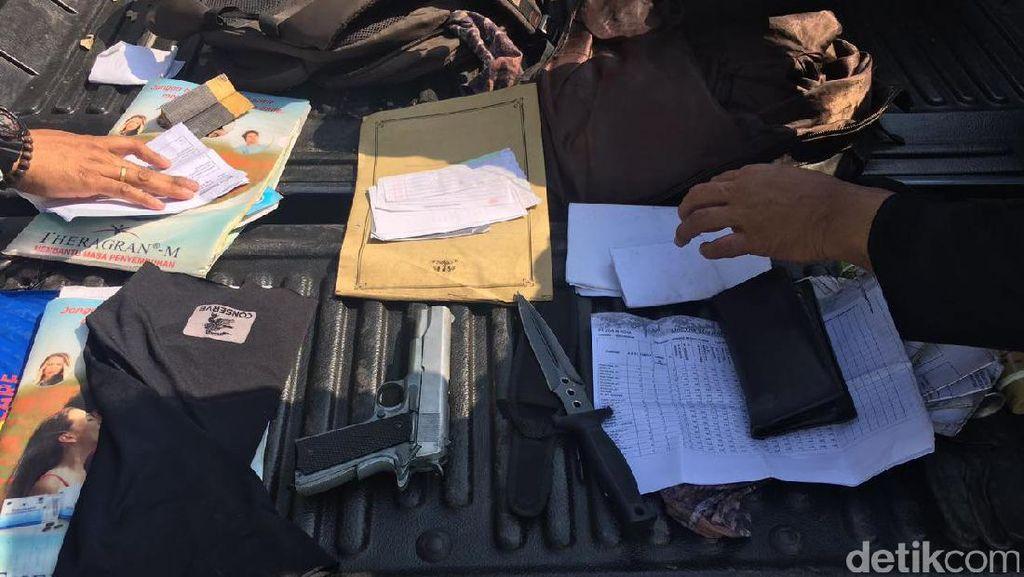 Densus Sita Molotov dan Sangkur Milik Terduga Teroris Cirebon