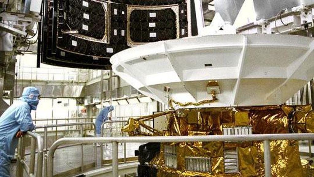 Sejatinya, Cassini diluncurkan 15 Oktober 1997. Wahana ini menempuh perjalanan sekitar 7,8 miliar kilometer dan masuk ke orbit Saturnus pada 1 Juli 2004. Foto: NASA/JPL/Space Science Institute