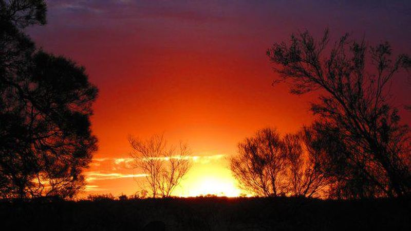 Penilaian spot sunrise dan sunset terbaik dunia itu pun dilakukan oleh para ahli di situs The Luxury Travel Expert yang telah melihatnya secara langsung. Nomor 10 adalah Ayers Rock atau yang disebut juga Uluru di Australia (Thinkstock)