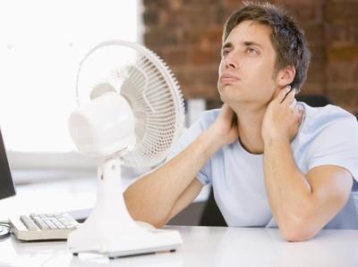 Kipas Angin Vs AC, Mana yang Lebih Baik Digunakan Saat Cuaca Panas?