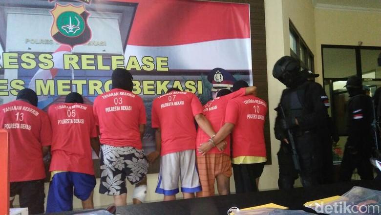 Polisi Tembak 6 Perampok Sadis di Bekasi