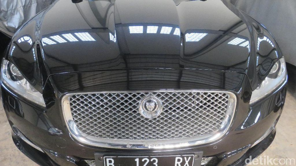 Mengintip Mobil Termahal yang Dilelang KPK