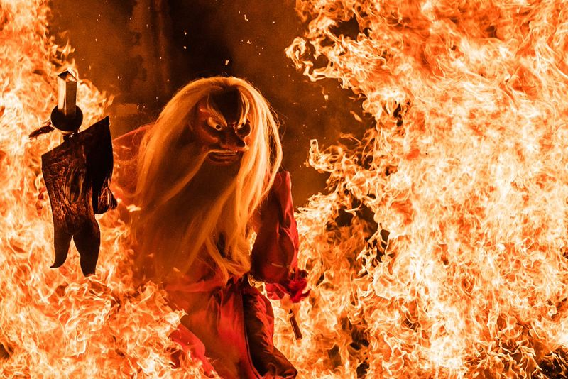 Setiap tahun, Kota Furubira di Hokkaido menyelenggarakan festival bernama Tengu no Himatari. Bagi traveler yang belum tahu, Tengu merupakan makhluk halus Jepang yang memiliki hidung panjang (@katuka2/Twitter)