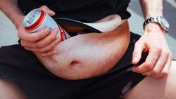 Bersyukurlah para laki-laki yang perutnya masih rata. Di samping tidak sehat, punya perut buncit itu rasanya sungguh tidak nyaman.