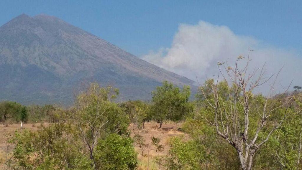 Gunung Agung Masih Siaga, Kawasan Ditutup 7 Km dari Kawah