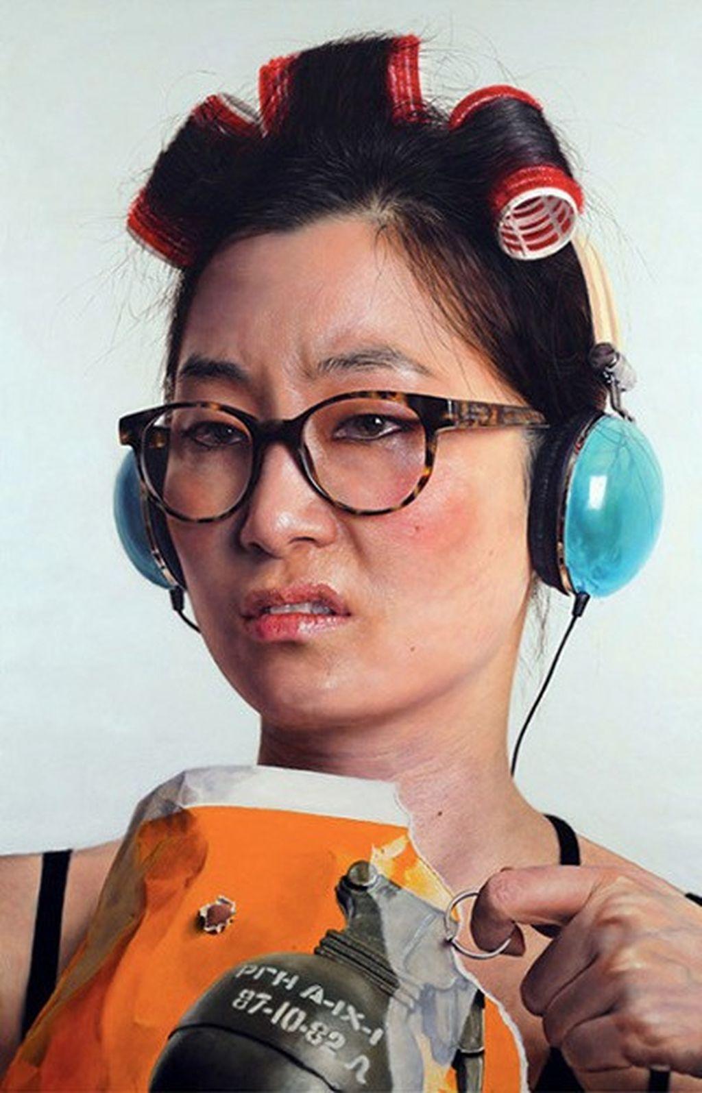 Dia adalah Kang Kang Hoon, seorang seniman lukis yang mengambil aliran hyperrealism sehingga sangat mirip kenyataan atau aslinya. Foto: Kang Kang Hoon